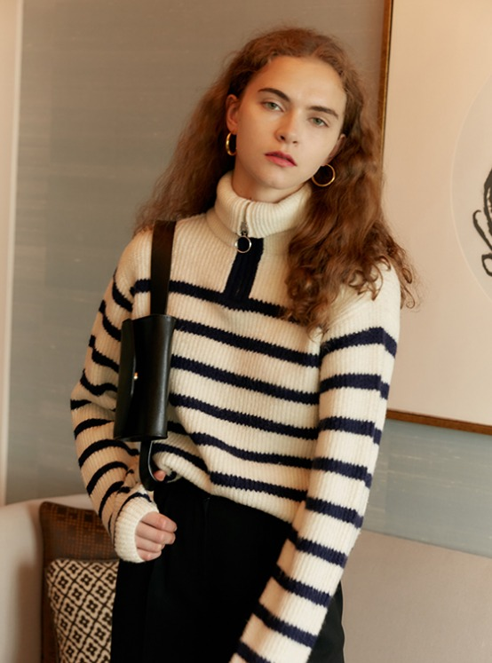 Zip Up Cropped Knit in Stripe VK9AP0730