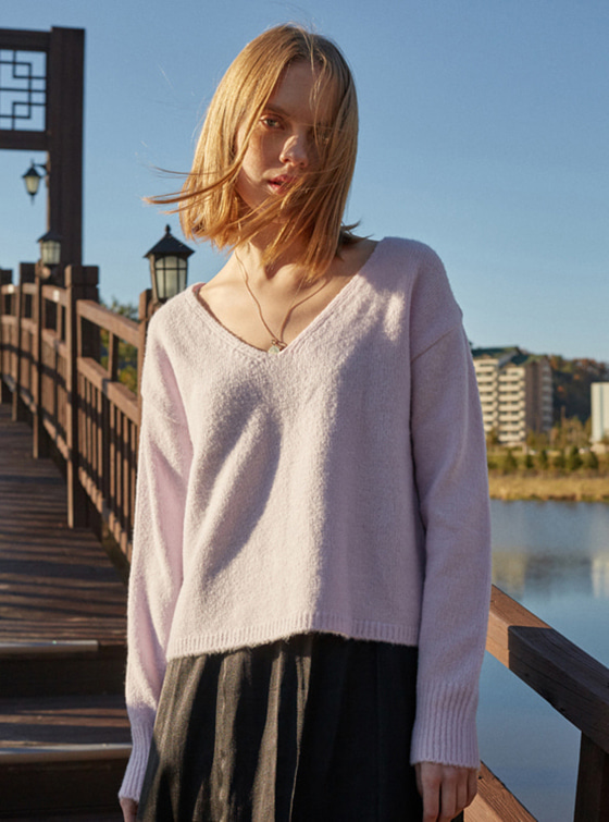 Textured V Neck Knit in L/Purple