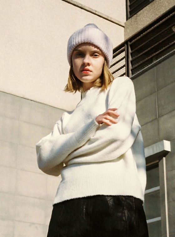 Oversized High Neck Knit in White VK8WP0510