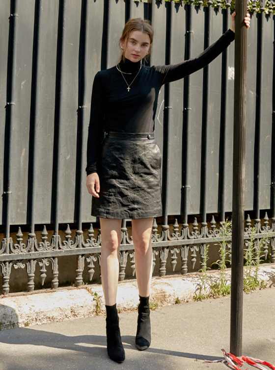 Shining Leather Skirt in Black